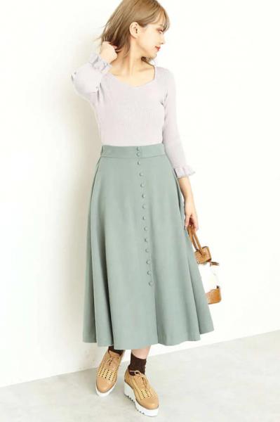 カットソー×スカート